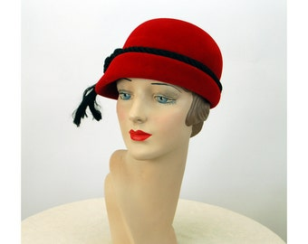 1950s cloche hat red velour Made in Italy Dana Marte' asymmetrical hat