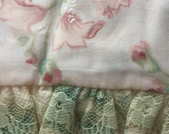 Springmaid Queen Flat Sheet ~ Vintage Bedding ~ Springmaid Wondercale Yardley Print ~ Pink Floral Bedding with Lace ~ Romantic Homes ~ NOS