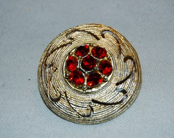 Vintage / Brooch / Rhinestones / red / gold / textured / old jewelry jewellery