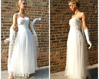 1950s White Gown - Wedding Dress - Strapless Formal // White Tulle Gown // Boho Chic