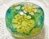 Wild Yellow Pheasant's Eye Flower in the Snow Satake Glass Lampwork Round Flower Bead sra