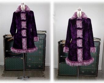 Vintage 1970's Mod Purple Velvet Coat w/White Faux Fur Trim & Gold Lining - Iconic '70's Woman's Coat sz M