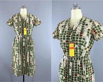 Vintage 1950s Dress / 50s Day Dress / Green & Ivory Novelty Print Batik Cotton Dress / Simpli Smart