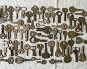 bulk - sale - 60 vintage padlock and Yale keys - brass and metal old keys - low price - (T-19c)