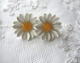 Vintage Enamel Flower Earrings ~ White Dasies ~ Clip On