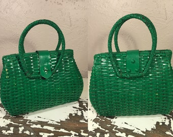 Green Grass & Ready to Picnic - Vintage Late 1950s Emerald Green Vinyl Straw Large Handbag