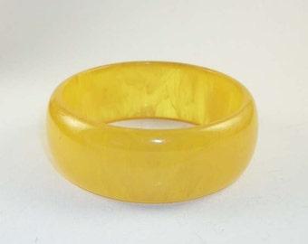 Vintage Translucent Yellow Applesauce Bakelite Bangle