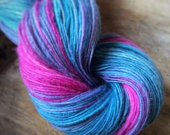 Aloha spirit - NZ corriedale wool  - single thread handspun shawl yarn 105gr 483m