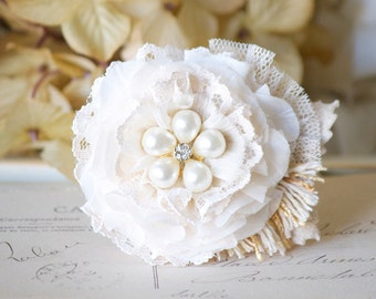 Bride Hair Flower, White Floral Hair Clip, Bridal Hairpiece, Pearl Hair Piece, Fabric Flower, Bridesmaid Accessories, Flower Girl Accessory