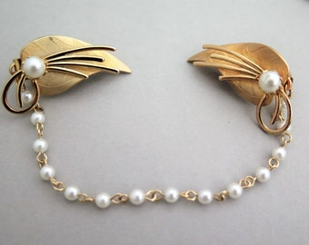 Vintage Sweater Guard Clip Pearl Chain & Gold Tone Leaf w/Faux Pearl