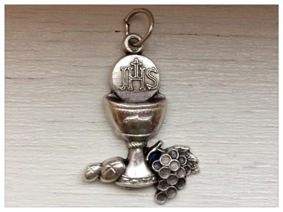 5 Patron Saint Medal Findings,Communion Chalice, Die Cast Silverplate, Silver Color, Oxidized Metal, Made in Italy, Charm, Drop, RO209