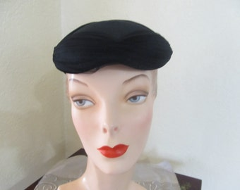 Vintage 1950's Era Small Black Close Skull Togue Day Church Evening Hat with Tulle