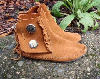 Vintage Brown Suede Minnetonka Hippie Boho Fringe Western Southwestern Native Maerican Style Moccasins Ankle Booties Womens 8