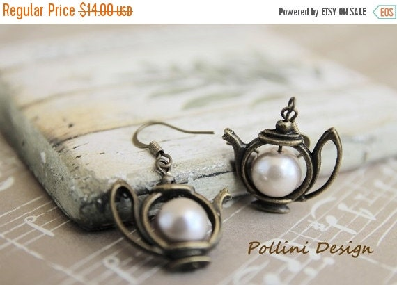 Have a Tea Earrings. Antique Teapot  with Pearl. Pastel (VER-19)