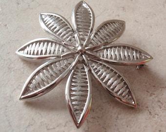 Flower Brooch Silver Tone Open Weave Vintage V0518