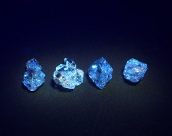 UV Quartz Crystals. Strong Blue fluorescence. Glows UV Light Hydrocarbon Petrol Inclusions Double-Terminated. 1 pc 10-13mm (QTZ602)