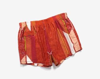 Vintage 60s SWIM TRUNKS / 1960s MEN'S Hawaiian Print Shorts L
