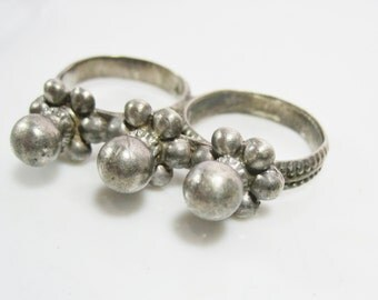 Vintage Double Finger Ring, Silver Indian Two Finger Ring from Rajasthan, Tribal Jewelry, Indian Jewelry, Ethnic Jewelry