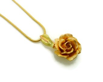Rose Pendant in 18k Gold