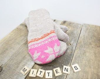 Women's recycled sweater mittens oatmeal with snowflakes