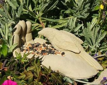 BIRD IN HAND Solid Stone Birdfeeder Home/Garden Decor (o)