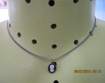 BEAUTIFUL Vintage RETRO Dainty Silver Chain w/ Lovely Black & White Cameo Necklace ...7410