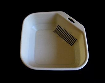 Corner Sink Drainer Tray Rubbermaid Dish Rack Plastic Colander Vintage Ivory or Beige Kitchen 5816