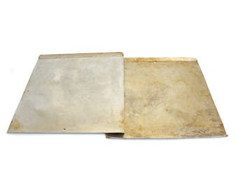 """Old Cookie Sheets Mirro Aluminum Pizza Pan Thin Baking Trays 17 x 14"""" 5487M Food Photography Props"""