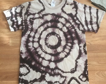 Adult L evil eye shibori ring tee in black and grey