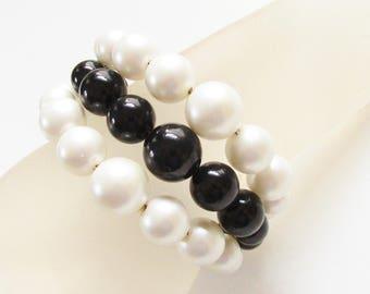 Vintage Chunky Black White Pearl Beaded Memory Wire Bracelet Multi Strand 1960s