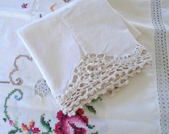 Creamy Cotton Lace Pillowcase / Lace Pillowcase / Lace Flower / Cotton Bedding / Cottage Bedding / Shabby Sweet / Girls Pillowcase / Crochet