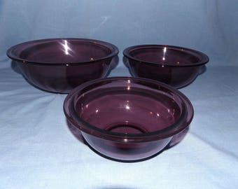 Vintage Stacking/Nesting Purple Pyrex Mixing Bowls / 3 Amethyst bowls