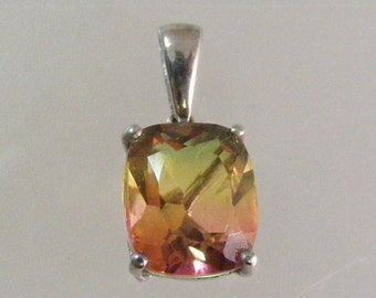 Vintage Bi Color Quartz Pendant in Sterling Silver.... Lot 5164