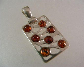 Vintage Baltic Amber Pendant in Sterling Silver..... Lot 5197