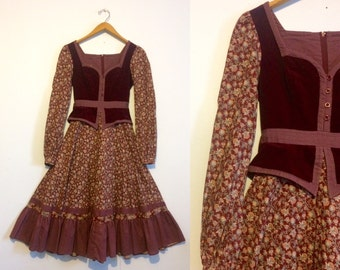 Vintage 70s Gunne Sax Dress / Hippie Prarie Dress / Burgundy Velvet & Floral Calico Print  / Small