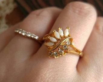 Vintage faux opal ring rhinestone gold tone size 9