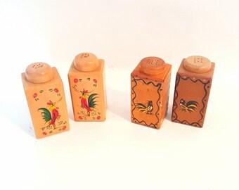Vintage Salt and Pepper Shakers Midcentury Chicken Salt Pepper Shaker Set Wooden Rooster Shaker Set Vintage Kitchenware Handpainted Shakers
