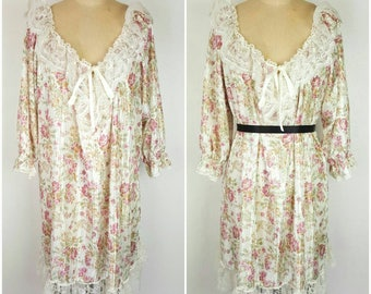 Lady Cameo Floral Ruffle Top - XL