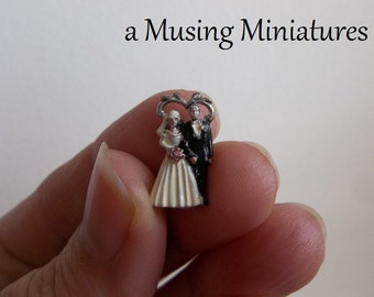 Dollhouse Wedding Cake Topper in 1:12 Scale for Miniature Bride and Groom