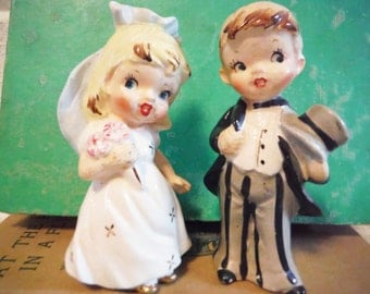 Shabby bride and groom salt and pepper shakers mid century kitsch wedding cake topper vintage 1950's