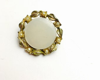 Vintage Round BROOCH, Art Nouveau, Leaves Figural, Gold Tone & Faux Pearls, Clearance Sale, Item No. B819