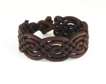 Special braided leather bracelet with toggle closure (SZA11)