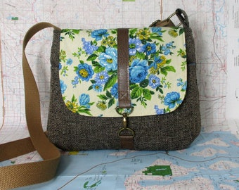 Iowa City- Crossbody messenger bag - Vintage floral print - Adjustable strap - Vegan purse - Travel bag - Blue- Tweed- Medium -Ready to ship