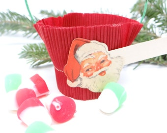 Vintage Santa Christmas Party Favor Basket,  Crepe Paper Candy Container with Place Card