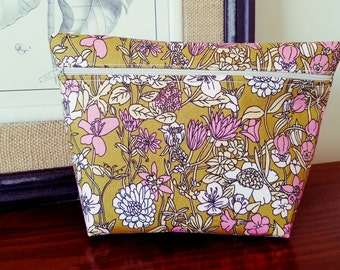 Floral Makeup Bag - Modern Makeup Bag - Bridesmaid Bag  - Bridesmaid Gift  -  Cosmetic Bag - Waterproof Bag - Wet Bag
