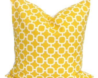 YELLOW OUTDOOR PILLOW.16X16 inch.Outdoor Pillow.Decorative Pillows.Cover.Yellow Outdoor Pillow..Indoor.Outdoor.Cushion Cover.Pillow.Cm