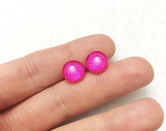 Hypo-Allergenic, metal Free, 10mm Glass Dome Post Stud Earrings in hot pink glitter by Jules Jewelry Box