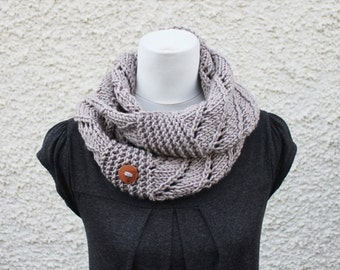 KNITTING PATTERN - Weekender infinity loop scarf, womens scarf pattern with button - Listing153