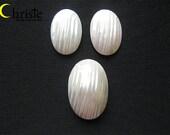 White Osmena Pearl Shell Cabochon oval set 20x30x7mm & 15-16x23x3mm