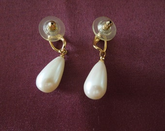Vintage Dangle Earrings.  Gold tone, Faux Pearl, Post Style.  Elegant and in Excellent Condition